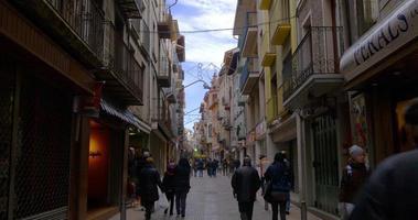 famosa rua turística de camprodon city 4k espanha video