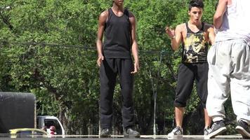 break dance acrobacias y parkour