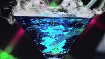 hielo seco en laguna azul