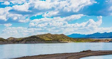 lasso di tempo di montagna e lago