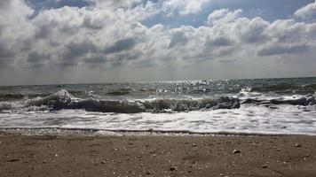 vista mare dalla spiaggia di sabbia video