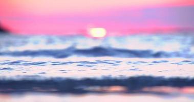 tramonto sulla spiaggia tranquilla