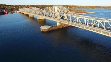 szenische Luftaufnahme der Störbuchtbrücke