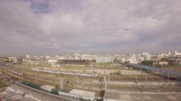 Parigi, 10 ° arrondissement - Veduta aerea di Parigi, panoramica dallo skyline della città a Les Jardins d'eole video