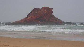 Isla de roca costera en Ocean Beach