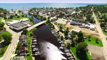 Destination de tourisme pittoresque et de pêche sportive, Algoma Wisconsin video