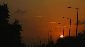 Tir verrouillé de lampadaires au coucher du soleil, Delhi, Inde