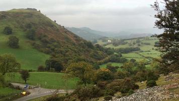 Galles del nord rurale che si affaccia su castell dinas bran vicino a llangollen
