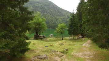 hermoso lago belopeska, italia video