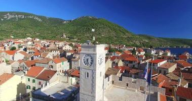Vue aérienne du musée des pêcheurs de Komiza sur l'île de Vis, Croatie