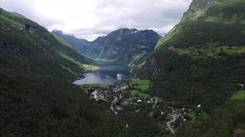 Imágenes aéreas del fiordo de Geiranger en Noruega