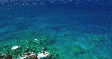 paisagem marinha de recife de coral com fluxo de lava