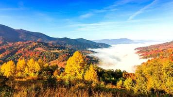 bela paisagem com morros e montanhas