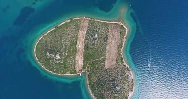 vista aerea dell'isola di galesnjak, isola dell'amore, croazia video