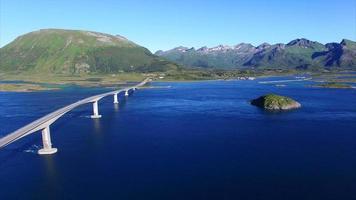 ponte gimsoystraumen nas ilhas lofoten na noruega video