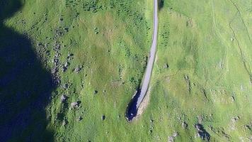 pitoresca vila unstad em lofoten, noruega, aérea video