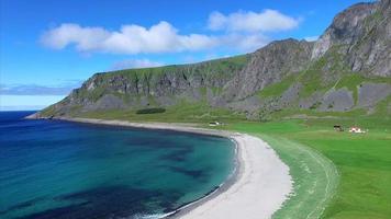 bela praia em lofoten, noruega video