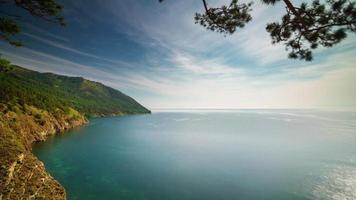 Panorama de día soleado de lago baikal de Rusia 4k lapso de tiempo video
