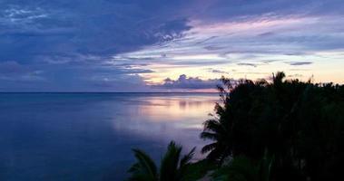 nuvole temporalesche al tramonto video