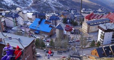 sierra nevada mountain resort skilift equitazione giù da vicino 4k spagna video