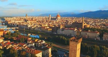 vista panoramica aerea di firenze al tramonto, italia video