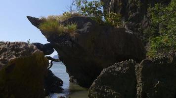 Thailand Inseln rocken vorne nach unten Panoramablick 4k video