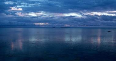 nuvole temporalesche al tramonto