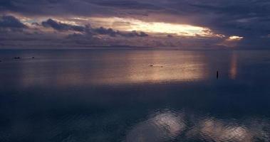 nuvens de tempestade do pôr do sol video
