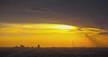 Russia. mosca - 2014: tl tramonto colorato sul paesaggio urbano video