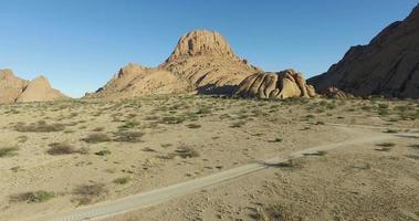 4k Luftaufnahme der Granitgipfel der Spitzkoppe