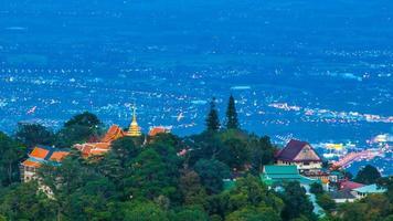 time-lapse wat phra that doi suthep op de berg van chiang mai, thailand
