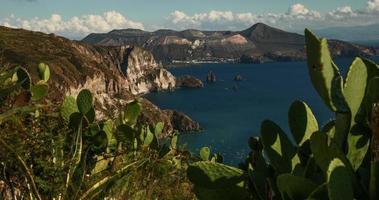 vulcão, vulcão. ilha nas ilhas eólias da itália. 4k timelapse.