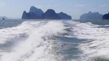 Thailand Schnellbootfahrt Rückseite Wellen Ansicht 4k video