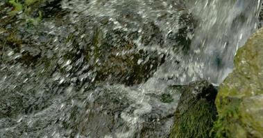 respingos de água do lago 4k fs700 odyssey 7q