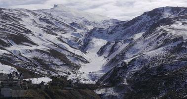sole luce giorno tempo spagna stazione sciistica piste sierra nevada 4K video