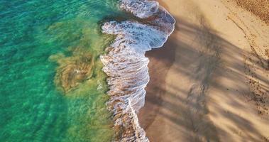 tropischer weißer Sandstrand