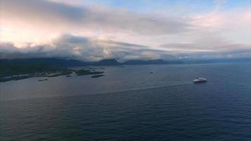 navio de cruzeiro na costa norueguesa, imagens aéreas video