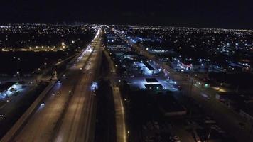 vídeo aéreo de i95 à noite