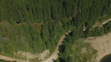 Toma aérea de 4 k de la presa de oasa y el lago de oasa video