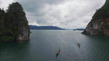ban wang khon, surat thani, vola indietro vista di barche e isole