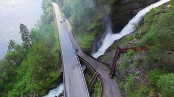 cachoeira na estrada nacional de ryfylke na noruega