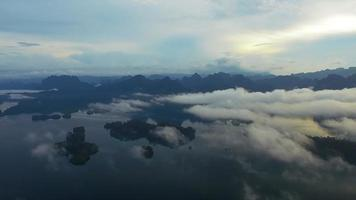 ban wang khon, surat thani, attraverso le nuvole, lieve declino, cielo blu video