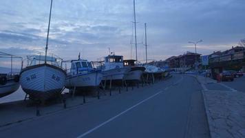 barche a Nessebar all'alba video
