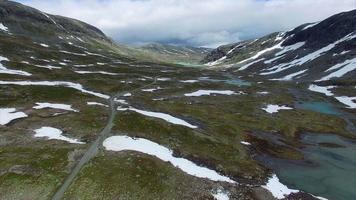 Traverser le col de montagne en norvège