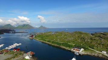 Yachthafen in Ballstad, Lofoten, Luftaufnahme video