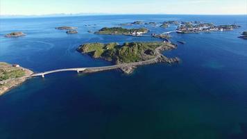 estrada para henningsvaer nas ilhas lofoten, noruega video