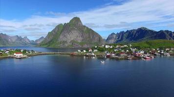 Vista aerea di Reine sulle Isole Lofoten in Norvegia