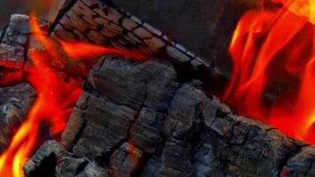 macro close-up van open vuur, vlammen kampvuur, macro oranje licht