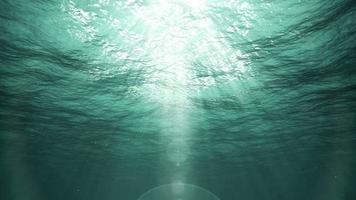 Unterwassersonnenstrahlen im Ozean (Schleife) video