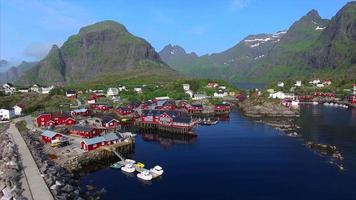 vila de pescadores ai lofoten na noruega do ar. video